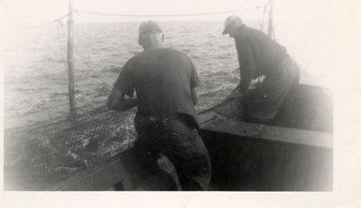 Deux hommes à la pêche / Two men fishing