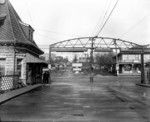 Canadian Terminus of Upper Steel Arch Bridge, Queen's Hotel (right)