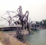 Welland Ship Canal - Port Robinson Bridge comes down