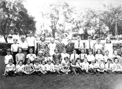 Mrs. Ward Laundy Class, Laura Secord School in Queenston, 1939.