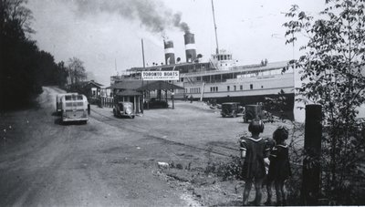 Steamship Cayuga at Queenston Dock.