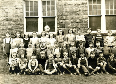 Laura Secord School in Queenston - Students of Grades 1 to 4, 1945.