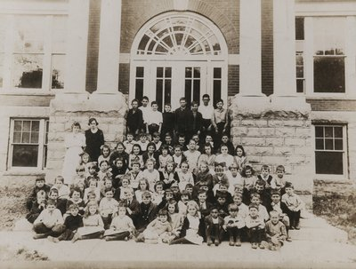 Students of Laura Secord Memorial School in Queenston, school year 1921-22