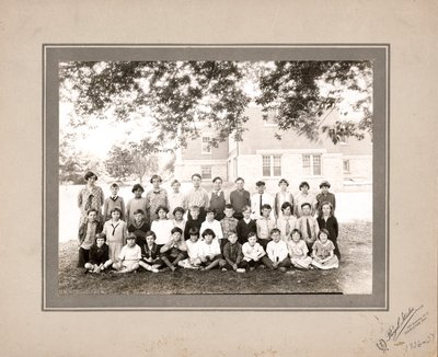 Laura Secord Memorial School in Queenston, class photo, 1926-27