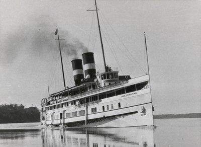 """Passenger steamer """"Cayuga"""" on a run between Toronto and Queenston"""
