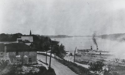 "Steamship ""Corona"" at Queenston dock"