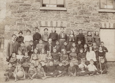 First Queenston school and class - 1904