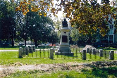Victoria Memorial Square