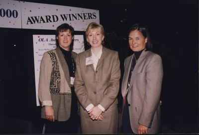 Karen Wilkinson receives OSLA's Distinguished School Administrator 2000 award