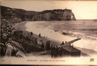 Étretat – La Plage par un gros temps ca. 1900