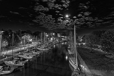 Full Moon on 16 Mile Creek