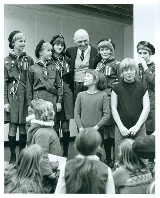 Hon. Earl Rowe Meeting with Girl Guides