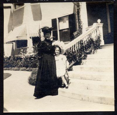 Emelda Chisholm and Juliet Chisholm at Mount Vernon