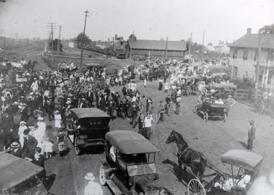 """Homecoming"" in 1918 at Oakville Station following the end of the First World War"