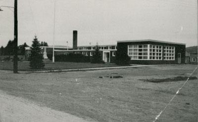 Postcard of Central School, circa 1960