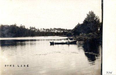 Boating on Bond Lake