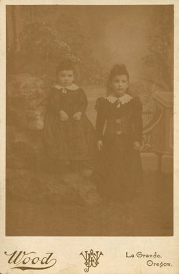 Photograph of two little girls: Violet and Mirtle