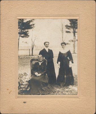 Ella and Lizzie MacLean with their mother