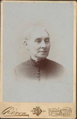 Photograph of Sarah Hall