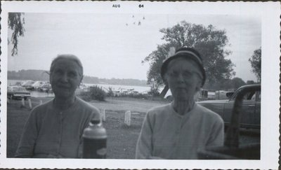 Photo of Sarah Elizabeth Hall and aunt Myrtle