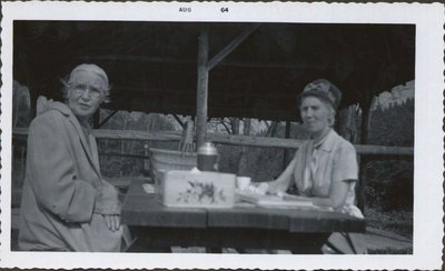 Sarah Elizabeth Hall and aunt Myrtle in Rockwood