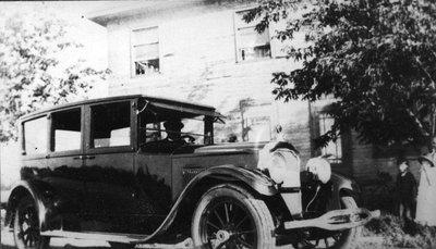 """""""Limousine"""" d'autrefois (Embrun)."""