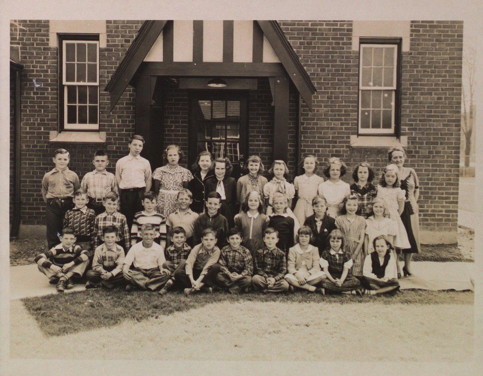 Class Portrait at Glen Merritt School, Merritton