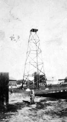 Poste de garde-forestiers à Field sur la rue Larocque. / Lands& Forest hose drying tower on Larocque c.1930