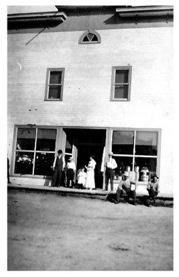 Magasin Lamarre, Field / Lamarre Grocery Store, Field