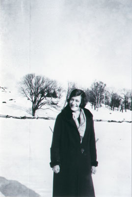 Alma with cold hands in field