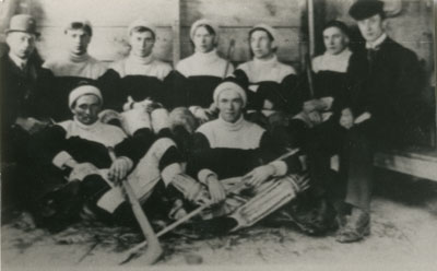 South River Men's Hockey Team, With Coaches, 1913