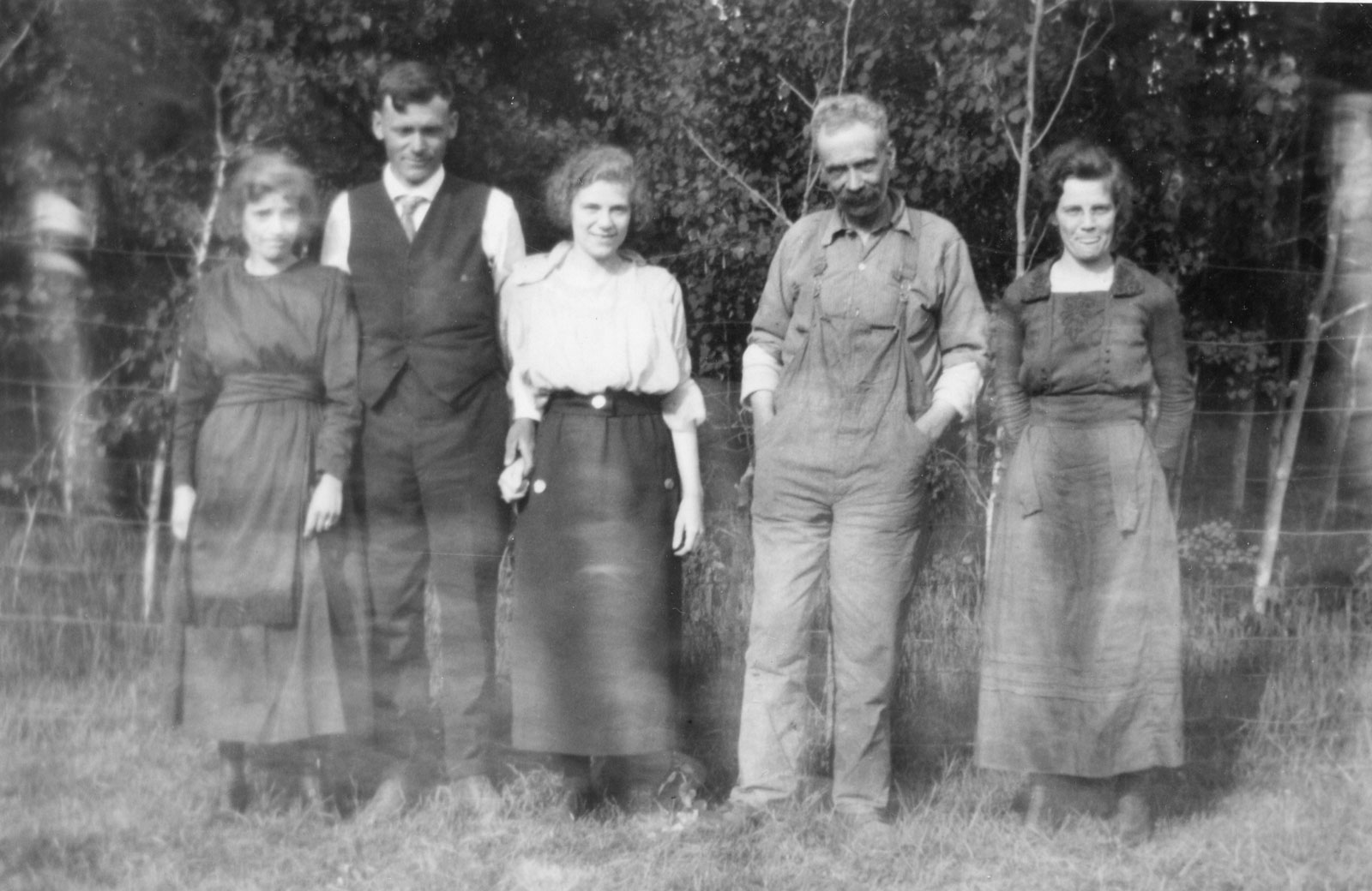 Homesteaders came from across the world to claim land and build farms in Ontario. <br>Here, the Hanson family circa 1922. Courtesy the South River - Machar Union Public Library.