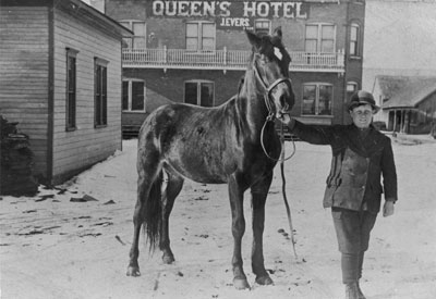 Boy and Horse in front of the Queen's Hotel, Sundridge, circa 1890