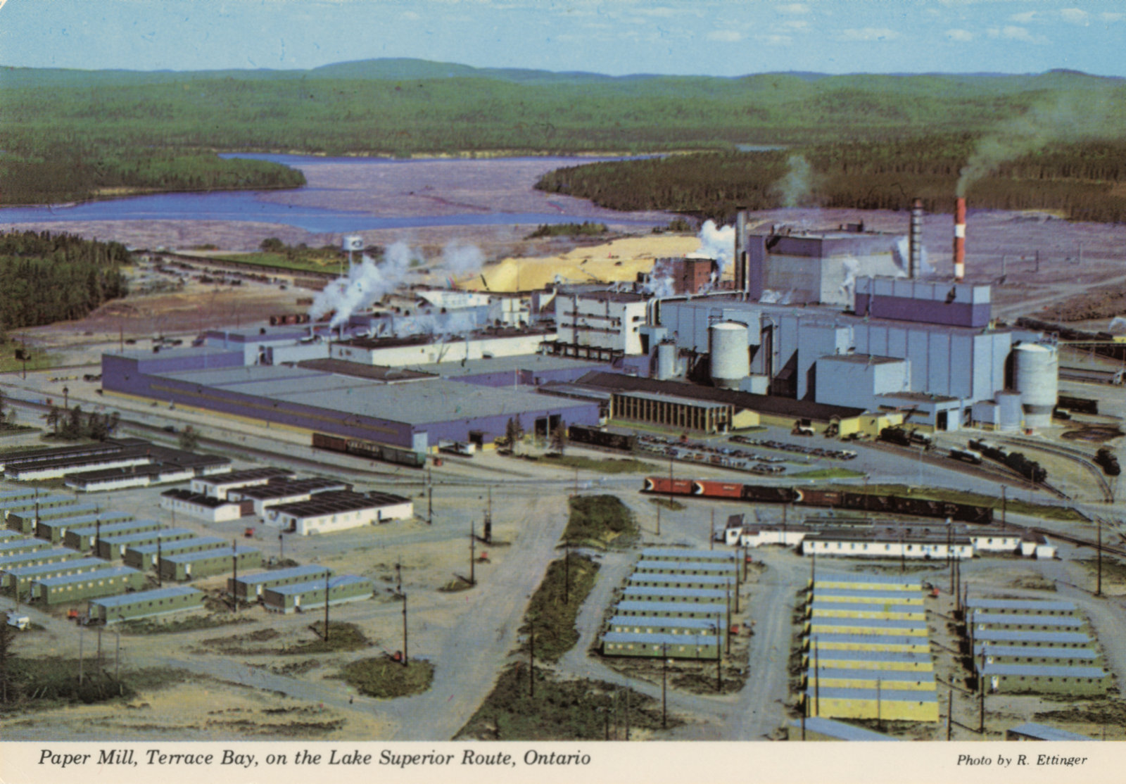 Colour post card of terrace bay mill the gateway to for Terrace bay ontario