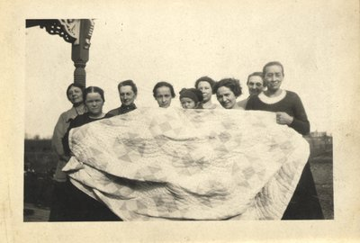 1923 Quilting Bee
