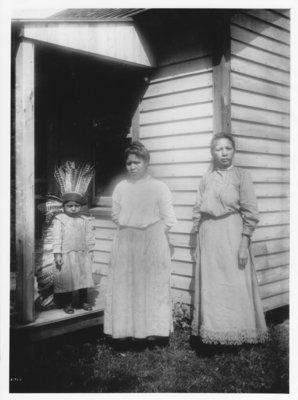 Turkey Feathers, Unknown people 1910-1915