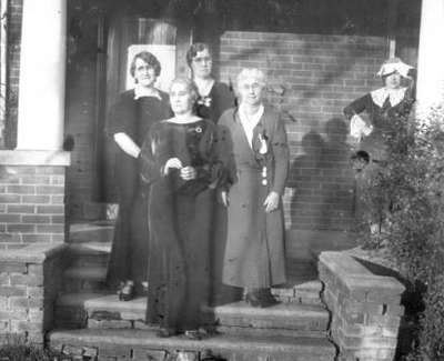 Agnes Macphail with her mother and supporters
