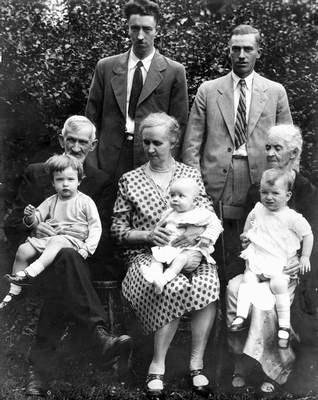George Henry Hardy and Emily Hardy with the Wilson Family, 1929