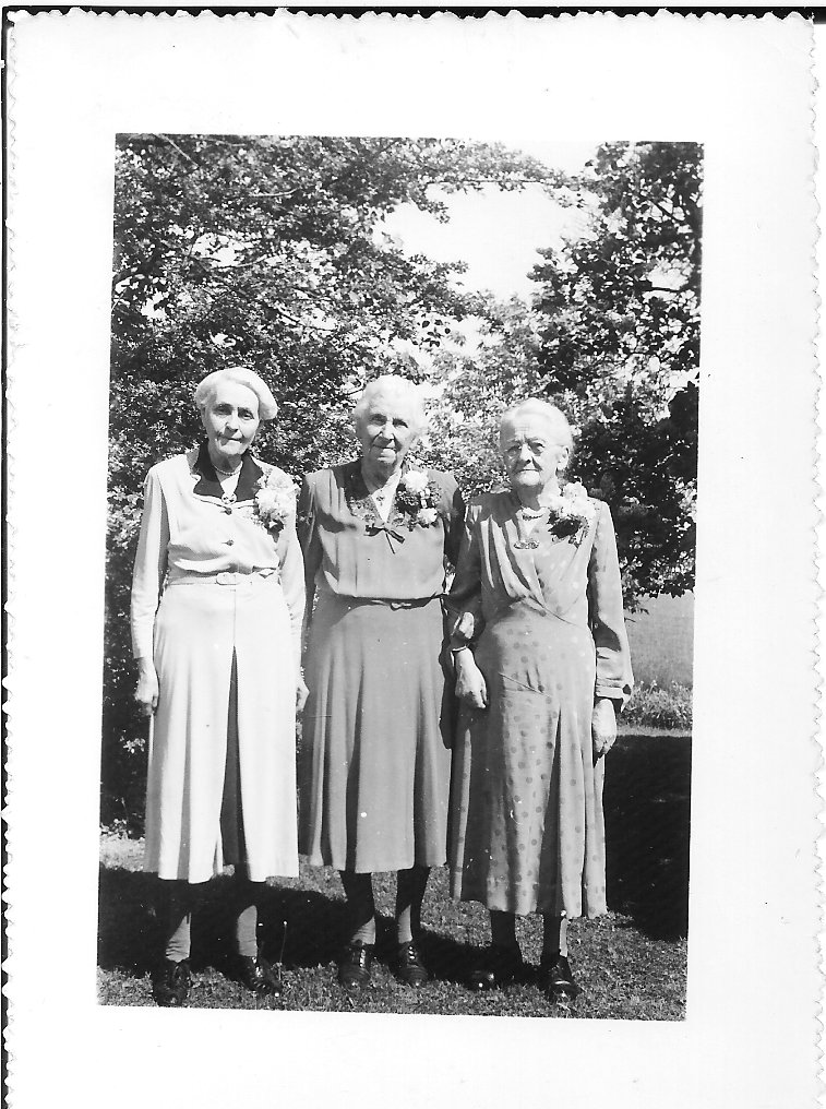 Life Members of the Munn's Women's Auxiliary: Mrs. Rob Post, Mrs. A. A. Biggar, Mrs. Jos. Featherstone