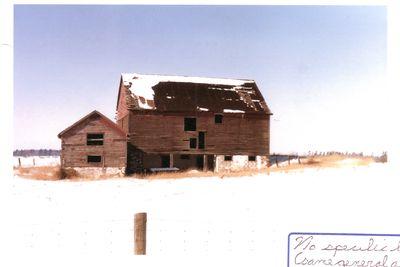 Barn in the area of Trafalgar Road, north of Dundas Street, 1985