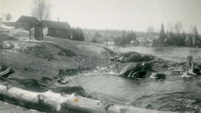 Cabins Near River Spill-Off, McAmmond's Farm, 1922