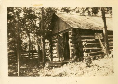 First cottage of Lake Whitestone (Karbehuwe), 1937