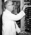 Bruce Weyler Kelley in laboratory