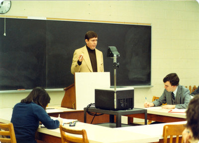 Bill Marr lecturing to students