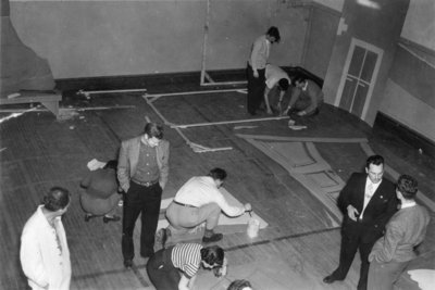 Students constructing sets for 1949 Purple and Gold Revue