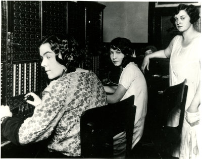 Téléphonistes / Telephone operators