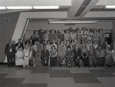 Photo de groupe du club de l'âge d'or / Golden-age club group photograph