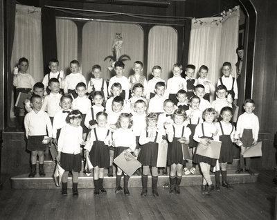 Une groups de jeunes enfants / A group of young children