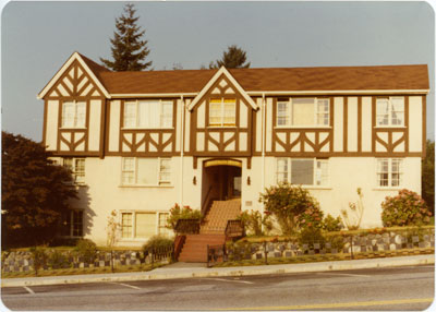 Hollyburn Manor