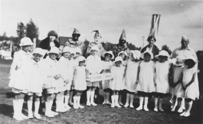 Dundarave School Maypole Dancing Team